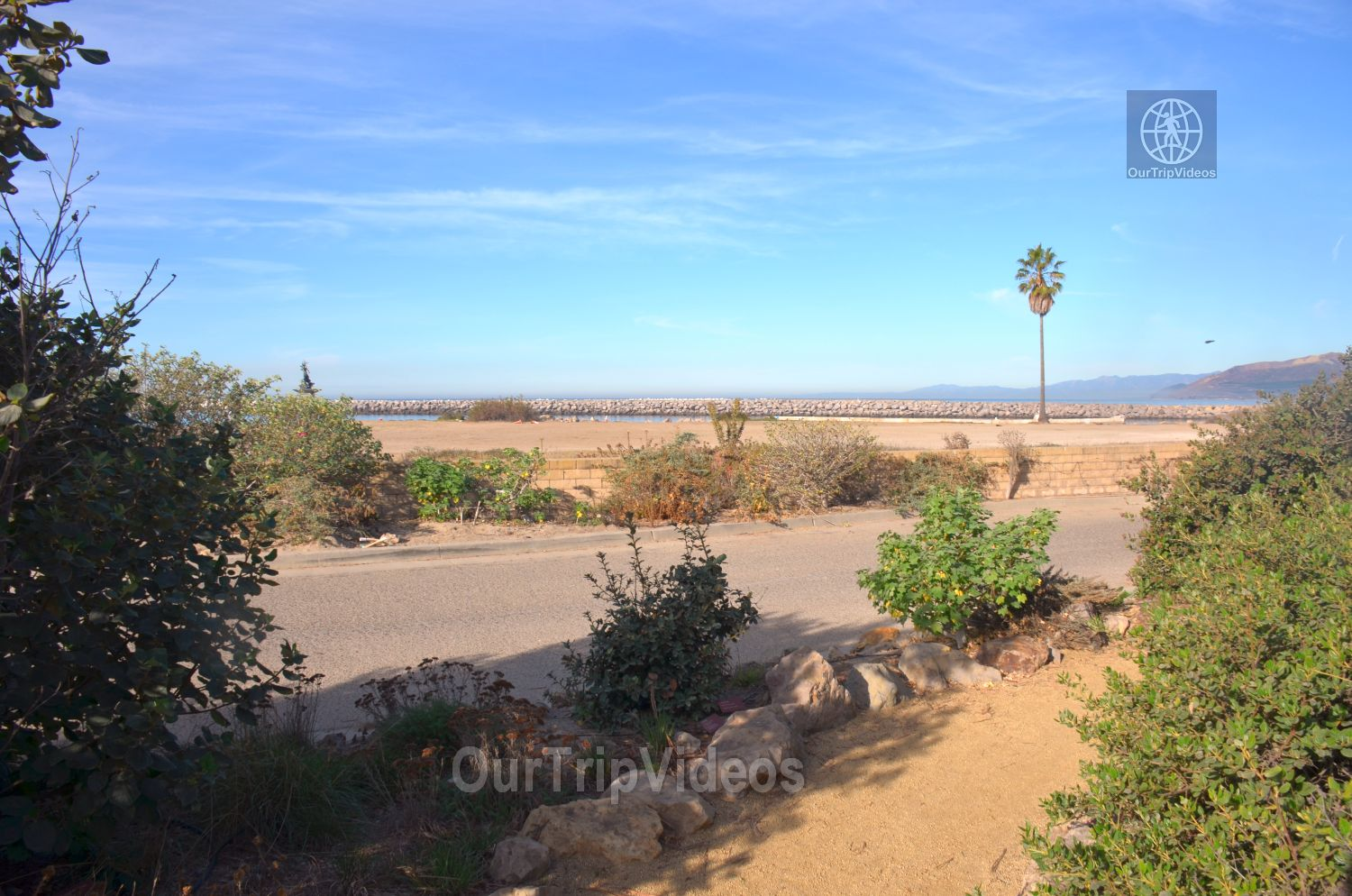 The Robert JL Visitor Center and Harbor cove beach, Ventura, CA, USA - Picture 11 of 25