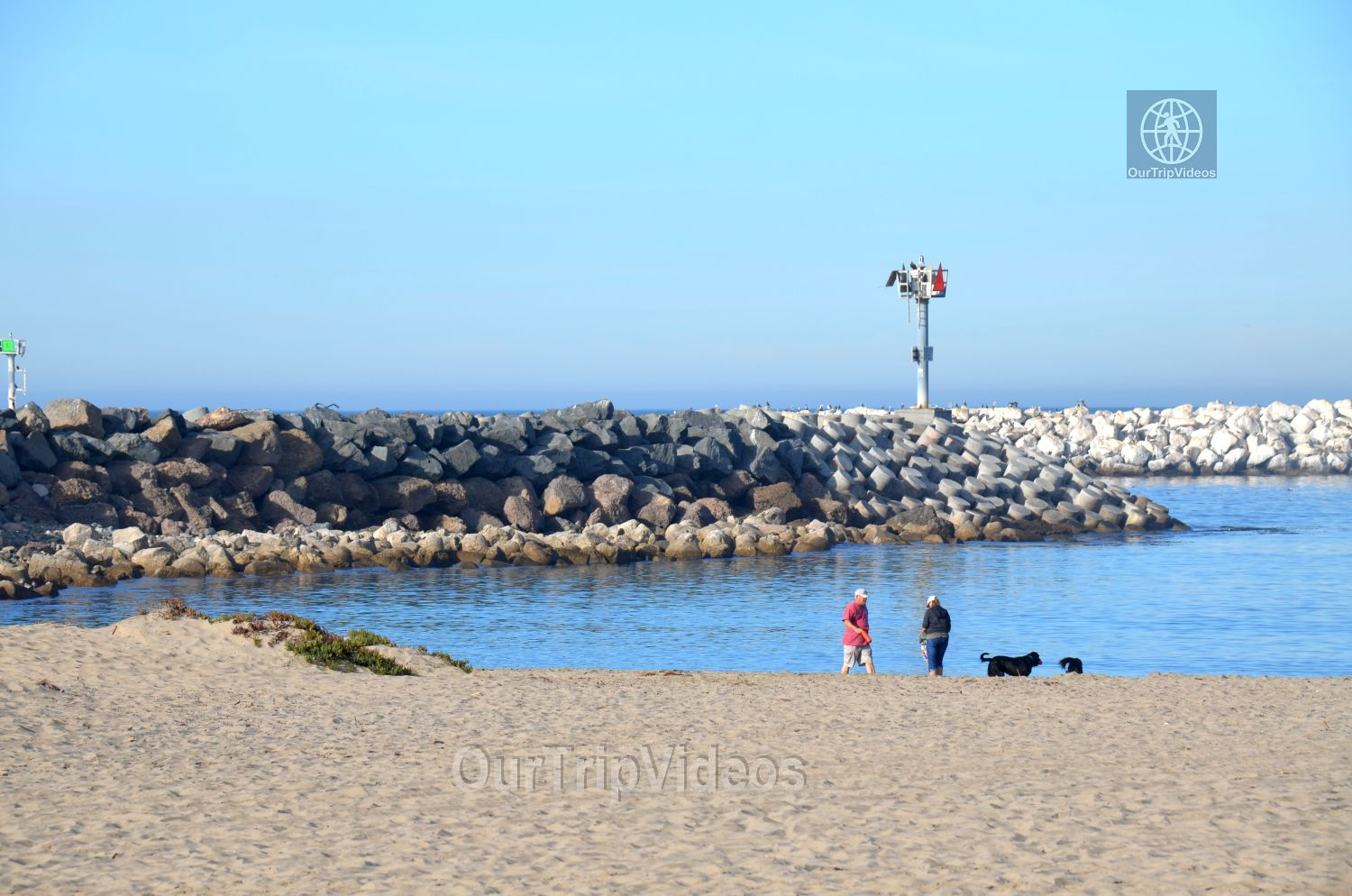 The Robert JL Visitor Center and Harbor cove beach, Ventura, CA, USA - Picture 22 of 25