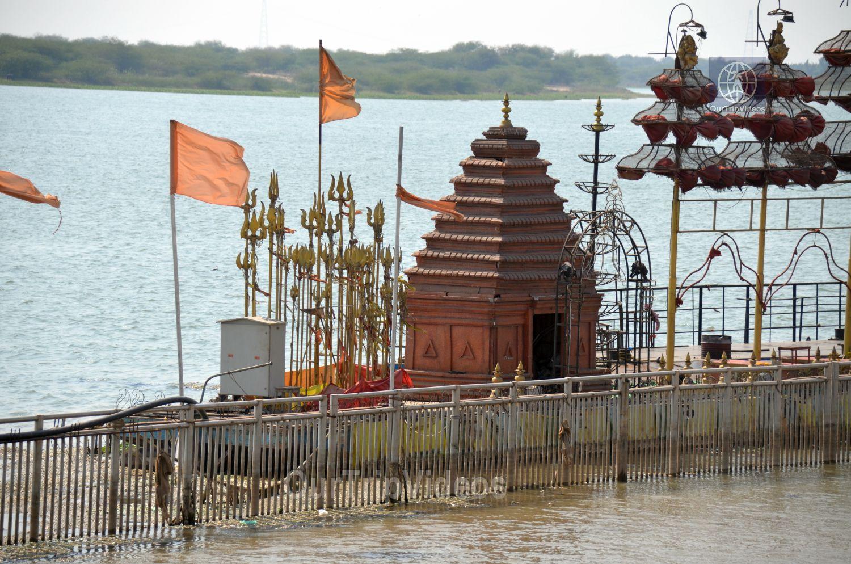 Pavitra Sangam of Krishna and Godavari rivers, Vijayawada, AP, India - Picture 24 of 25