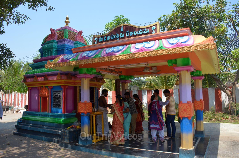 Sri Venkateswara Swamy Temple (Vaikunta Puram), Tenali, AP, India - Picture 14 of 25
