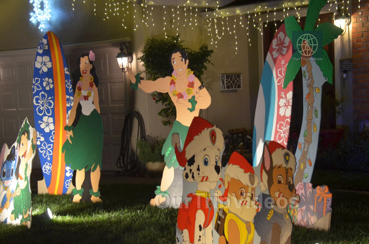 Crippsmas Place - Plywood decorations and Christmas Lights, Fremont, CA, USA - Picture 13 of 25