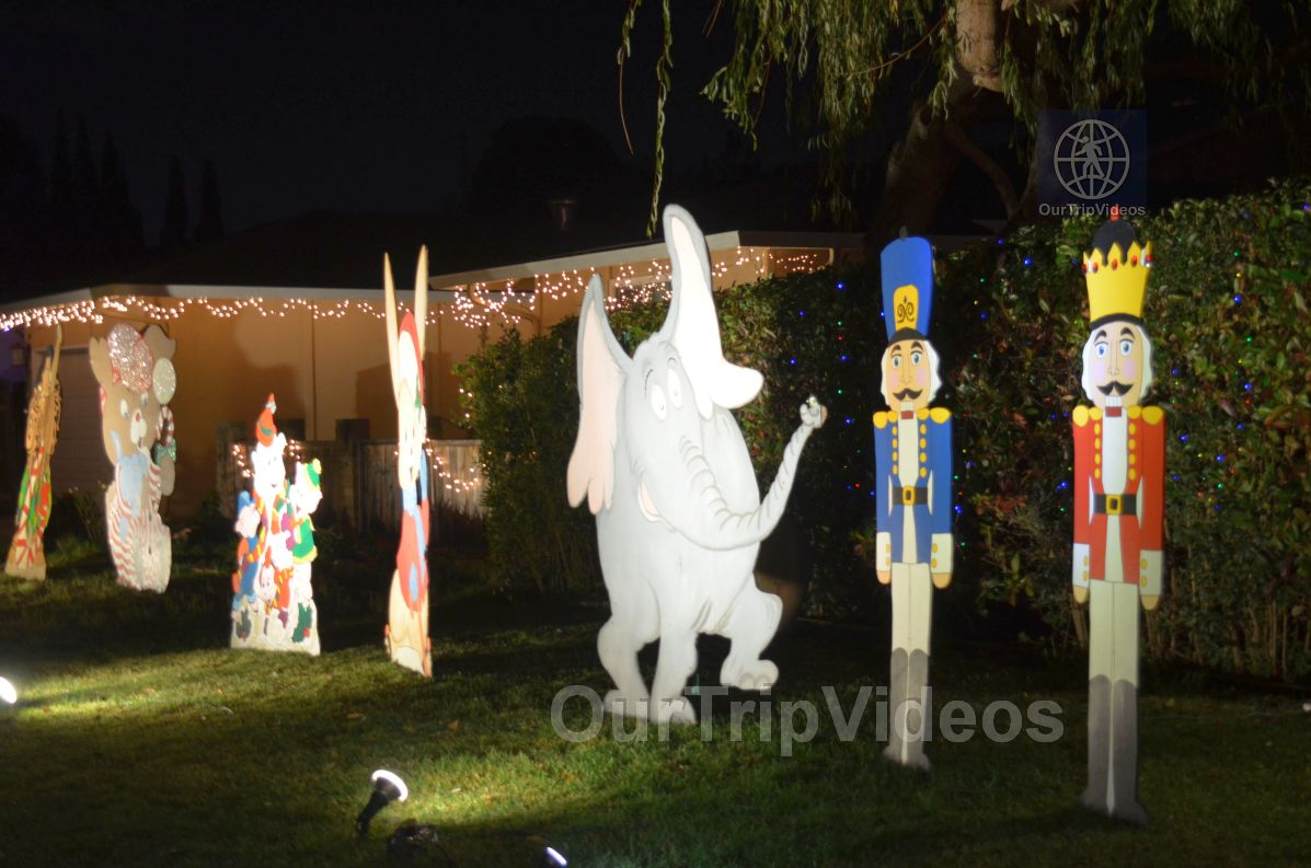 Crippsmas Place - Plywood decorations and Christmas Lights, Fremont, CA, USA - Picture 16 of 25