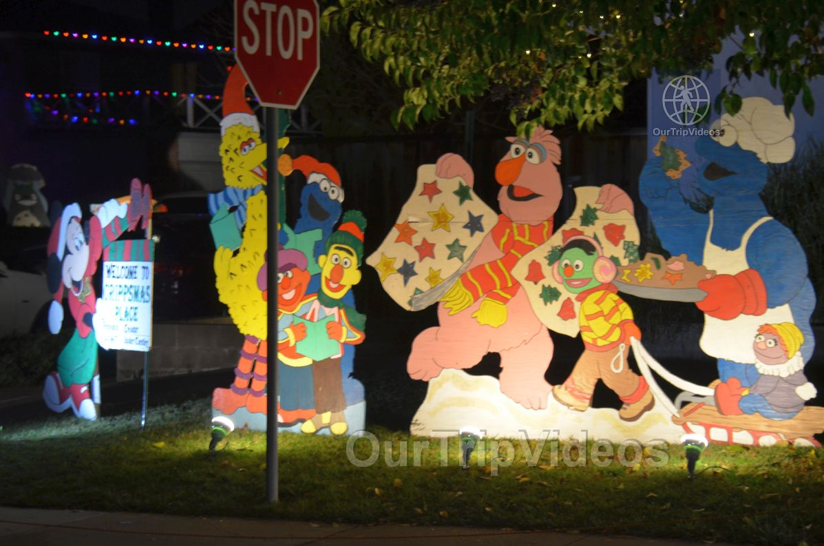 Crippsmas Place - Plywood decorations and Christmas Lights, Fremont, CA, USA - Picture 20 of 25
