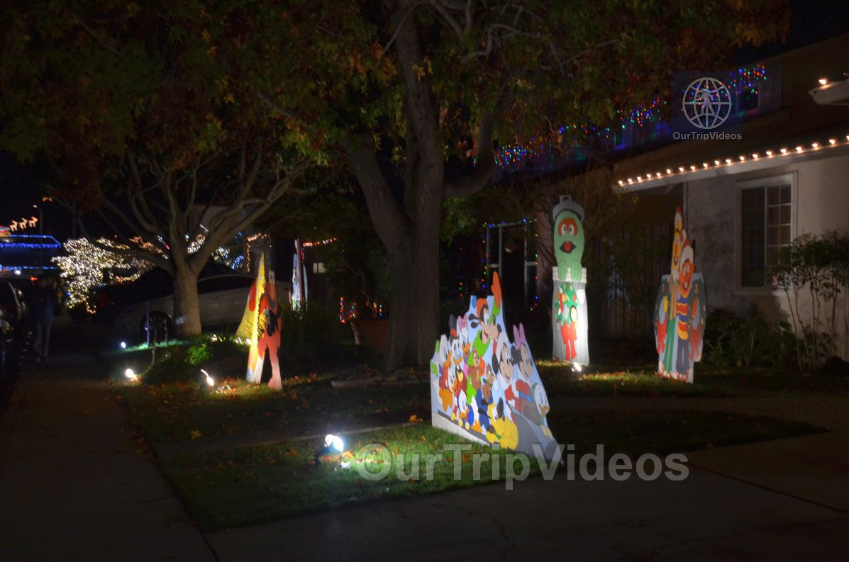 Crippsmas Place - Plywood decorations and Christmas Lights, Fremont, CA, USA - Picture 21 of 25