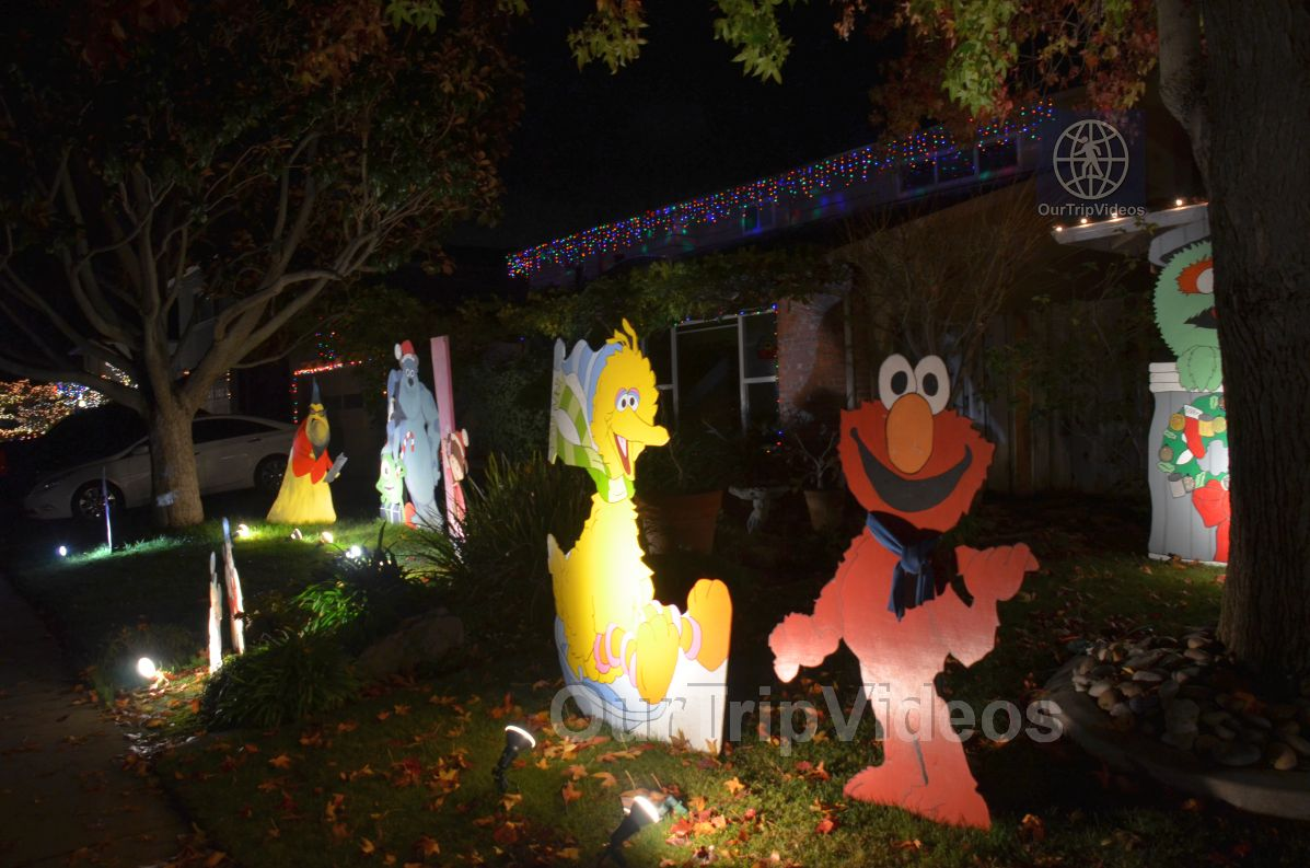 Crippsmas Place - Plywood decorations and Christmas Lights, Fremont, CA, USA - Picture 22 of 25