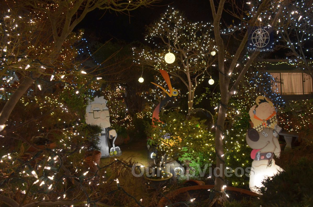 Crippsmas Place - Plywood decorations and Christmas Lights, Fremont, CA, USA - Picture 30 of 50