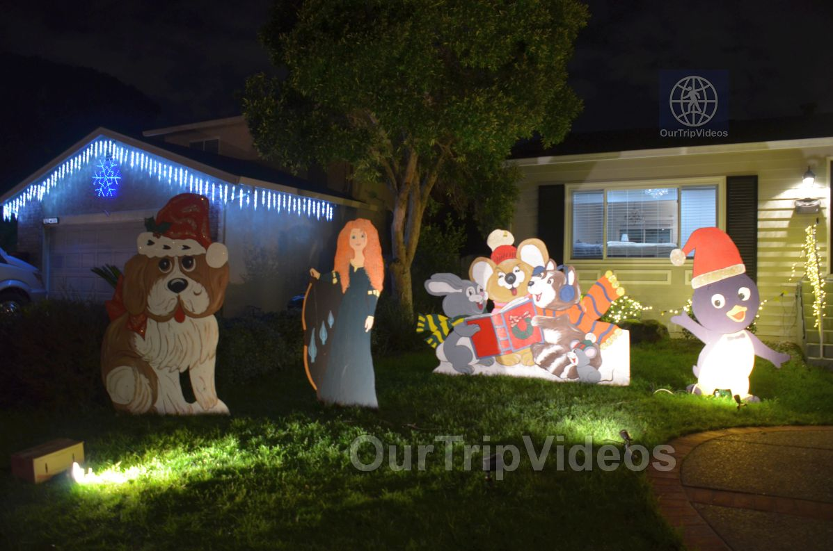 Crippsmas Place - Plywood decorations and Christmas Lights, Fremont, CA, USA - Picture 36 of 50