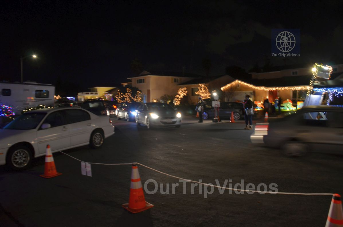 Crippsmas Place - Plywood decorations and Christmas Lights, Fremont, CA, USA - Picture 46 of 50