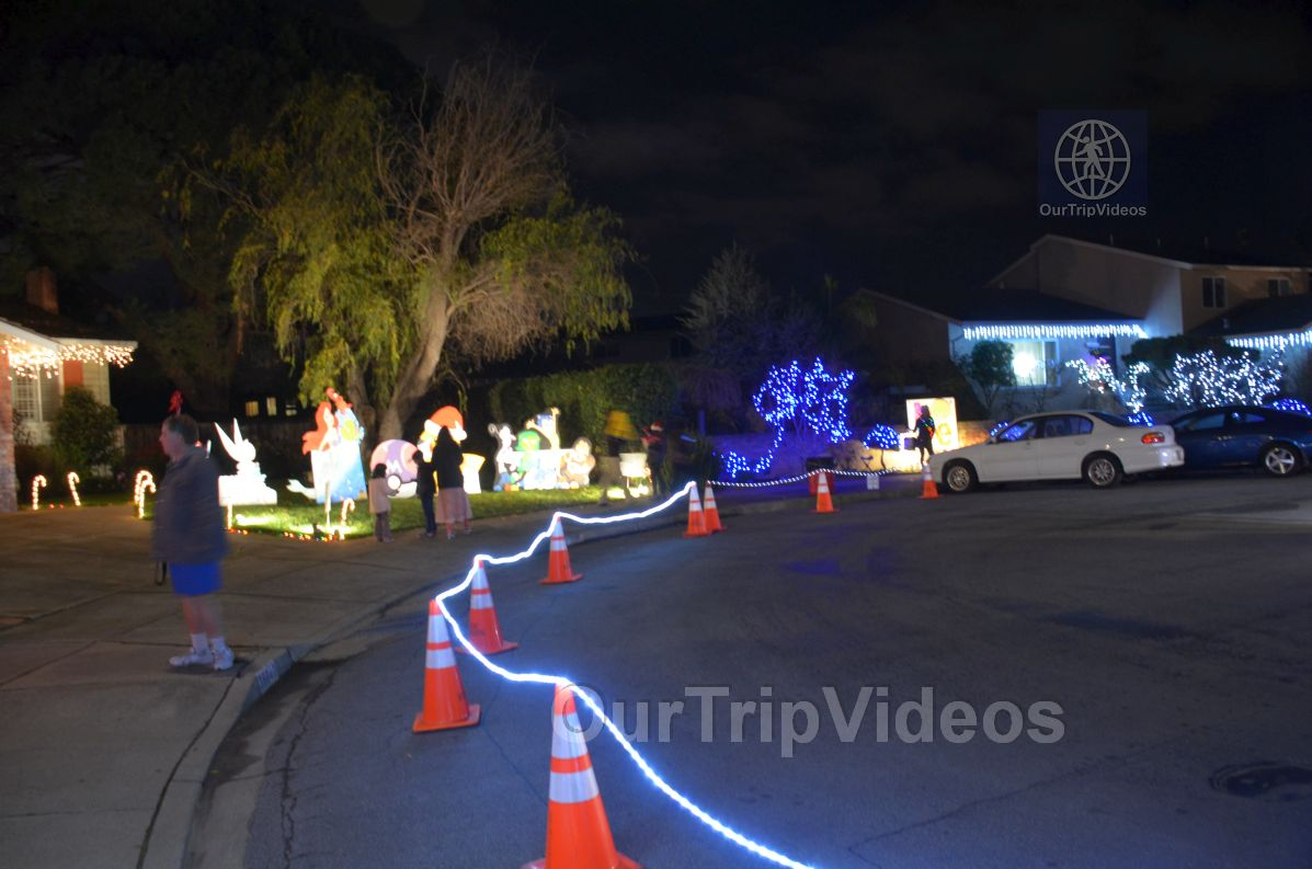 Crippsmas Place - Plywood decorations and Christmas Lights, Fremont, CA, USA - Picture 47 of 50