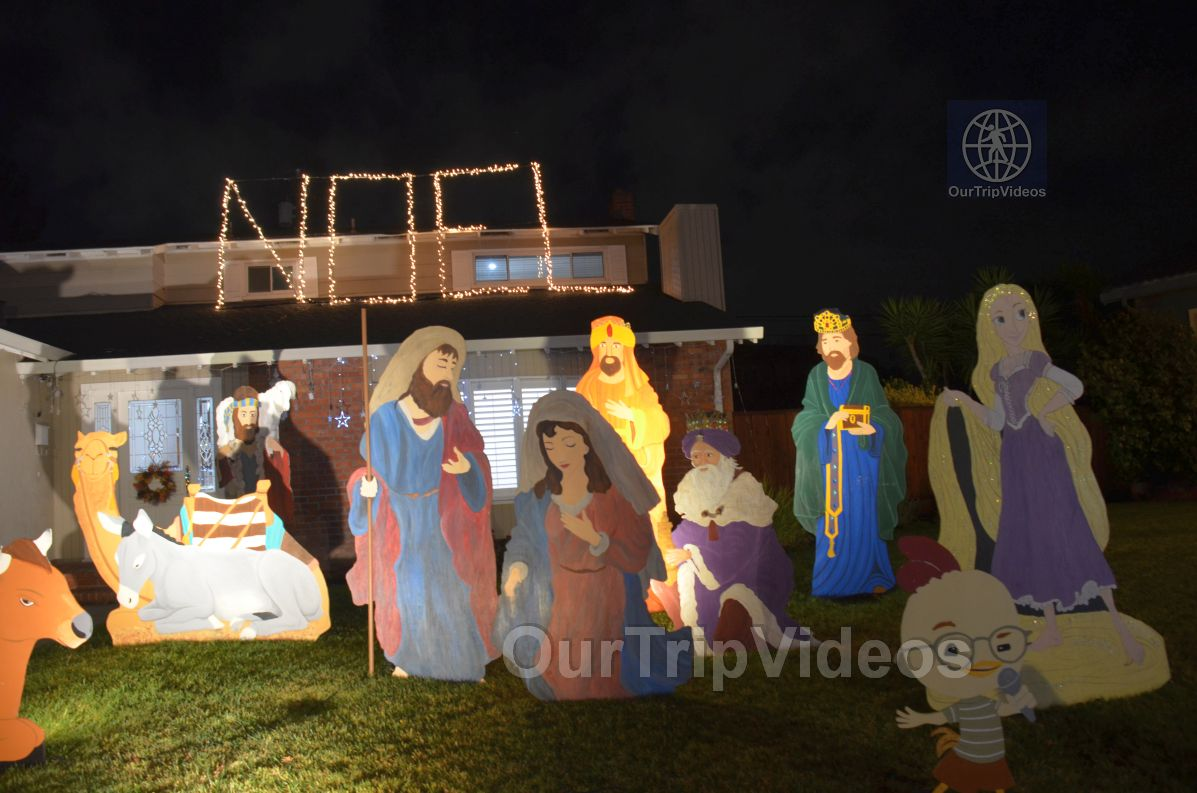 Crippsmas Place - Plywood decorations and Christmas Lights, Fremont, CA, USA - Picture 48 of 50