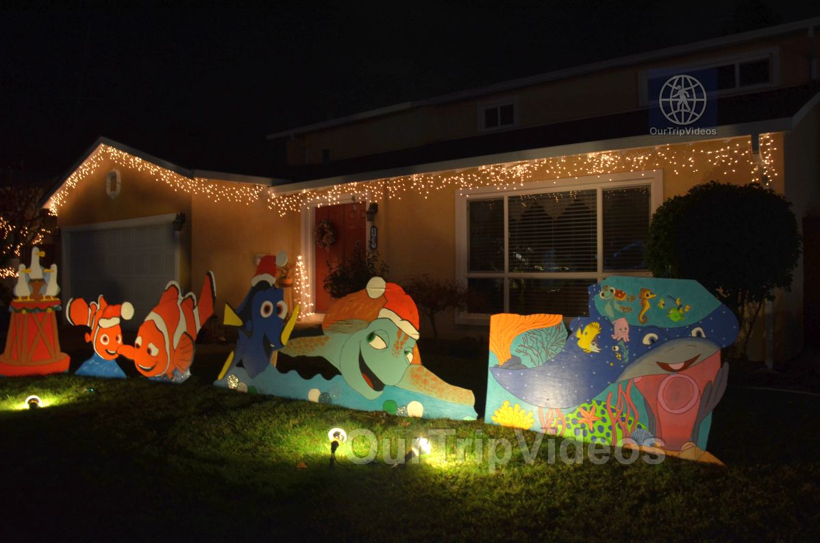 Crippsmas Place - Plywood decorations and Christmas Lights, Fremont, CA, USA - Picture 49 of 50