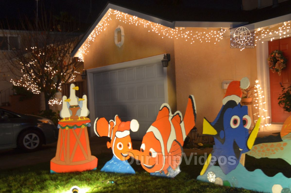Crippsmas Place - Plywood decorations and Christmas Lights, Fremont, CA, USA - Picture 50 of 50