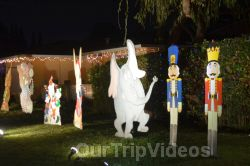 Crippsmas Place - Plywood decorations and Christmas Lights, Fremont, CA, USA - Picture 16