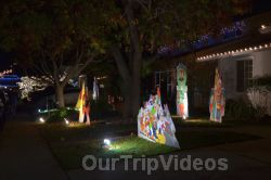Crippsmas Place - Plywood decorations and Christmas Lights, Fremont, CA, USA - Picture 21