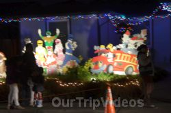 Crippsmas Place - Plywood decorations and Christmas Lights, Fremont, CA, USA - Picture 25