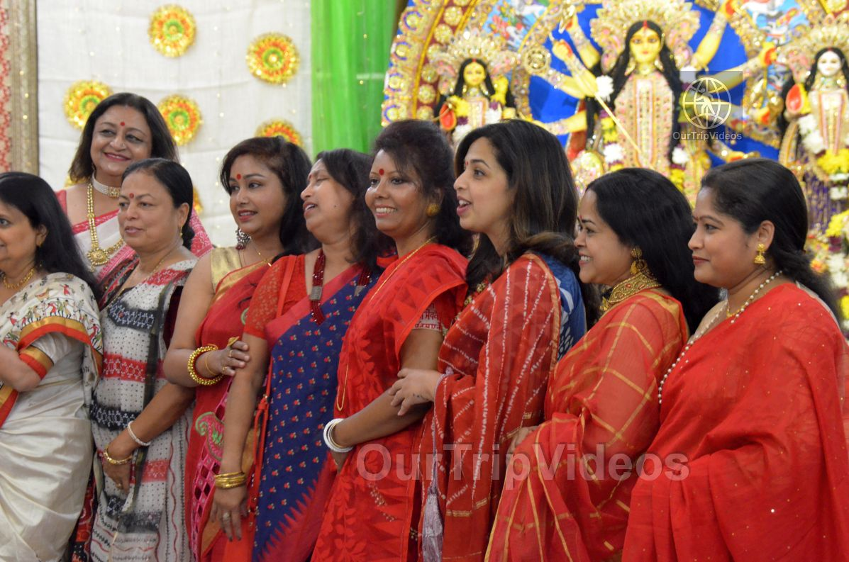 FOG Bengal Durga Puja - Sindur Khela and Temple Aarati, Fremont, CA, USA - Picture 21 of 25