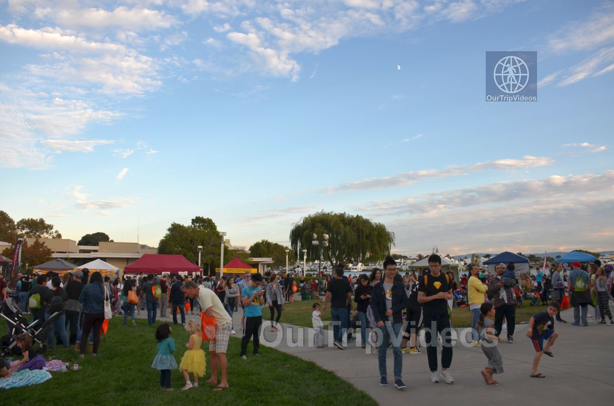 San Francisco(Bay Area) Water Lantern Festival, Foster City, CA, USA - Picture 27 of 50