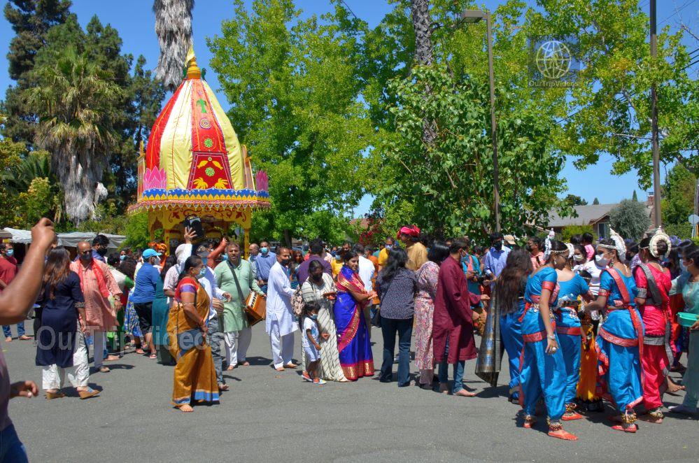 Sri Jagannath Ratha Yatra - Fremont Temple, Fremont, CA, USA - Picture 2 of 25